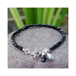 Sterling Silver 'Hill Tribe Bloom' Onyx Bracelet (Thailand)