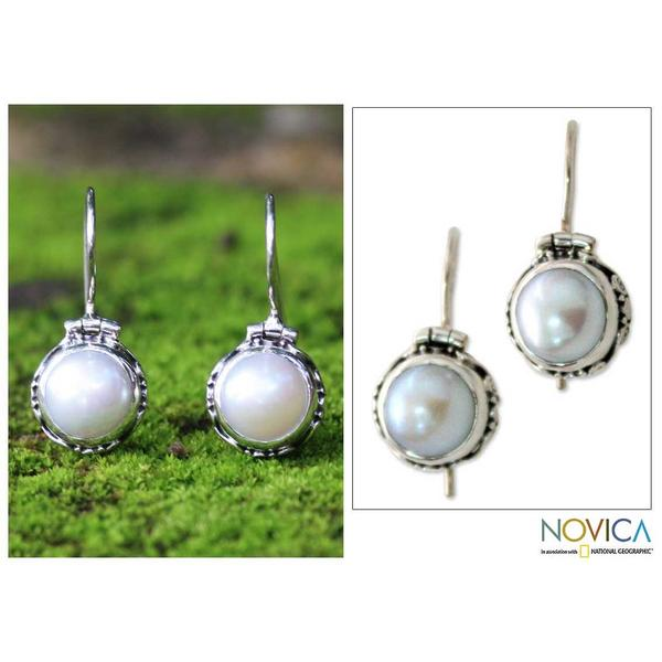 Handmade Sterling Silver 'Odyssey' White Mabe Pearl Earrings (9 mm) (Indonesia) 8564151