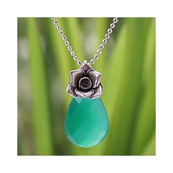 Sterling Silver 'Green Rose Lover' Chalcedony Necklace (Thailand)