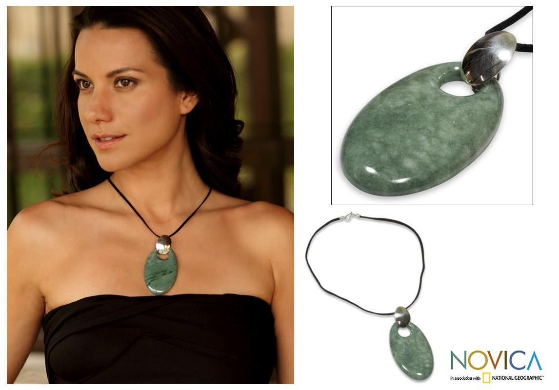 Sterling Silver 'Solola Meadow' Jade Necklace (Guatemala)