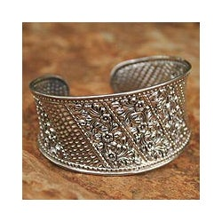 Sterling Silver 'Frangipani Exuberance' Flower Bracelet (Thailand)