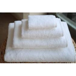 Authentic Hotel and Spa Plush Soft-twist Turkish Cotton White 4-pieceTowel Set with Bath Sheet