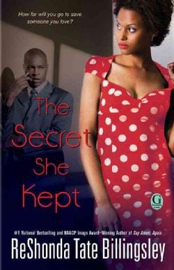 The Secret She Kept (Paperback)