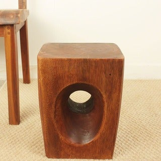 Hand-carved 13-inch Chestnut Oiled Tapered Peephole Stand (Thailand)