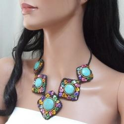 Striking Essence Turquoise and Mother of Pearl Necklace (Thailand)