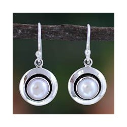 Sterling Silver 'Jaipur Magic Moon' Pearl Earrings (7 mm) (India)