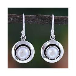 Sterling Silver 'Jaipur Magic Moon' Pearl Earrings (7 mm) (India)