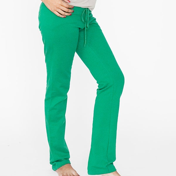 Simple Like Kelly, While A Gray Top Is A Better Mate With A Cooltoned Forest Or Jade Green Often Considered A Nearneutral, Navy Is A Striking Pairing With A Clear, Bright Green Or Soft Mint Pants Men And Women Can Rock A White Buttondown And