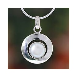 Sterling Silver 'Jaipur Magic Moon' Pearl Necklace (8 mm) (India)