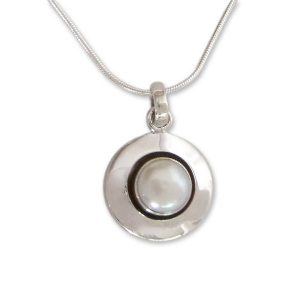 Handmade Sterling Silver Jaipur Magic Moon Pearl Snake Style Pendant Necklace (8 mm) (India)