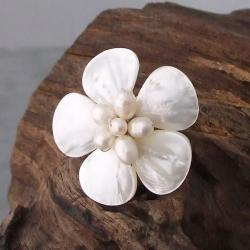 Silvertone Mother of Pearl and Pearl Daisy Ring (4-8 mm)(Thailand)