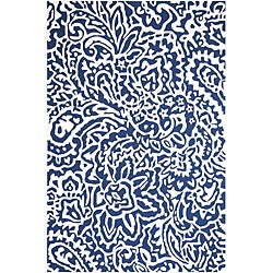 Hand-hooked Blue/ White Area Rug (3' 6 x 5' 6)