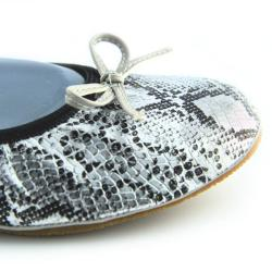 Fit In Clouds Women's Silver Folding Ballet Flats with Drawstring Bag