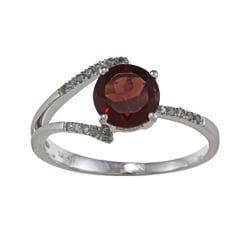 Viducci 10k Gold Garnet and 1/8ct TDW Diamond Ring (G-H, I1-I2)
