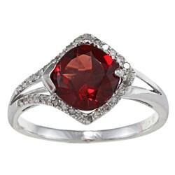 Viducci 10k Gold Garnet and 1/4ct TDW Diamond Ring (G-H, I1-I2)