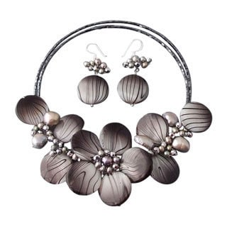 Gray Zebra Painted Mother-of-Pearl Floral Jewelry Set (Thailand)