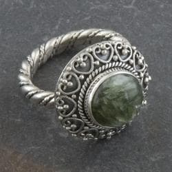 Sterling Silver Round Cabochon Serpentine 'Cawi' Ring (Indonesia)