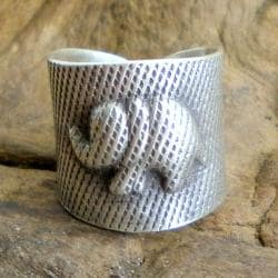 Thai Silver Karen Hill Tribal Satin-Finished Elephant Ring (Thailand)