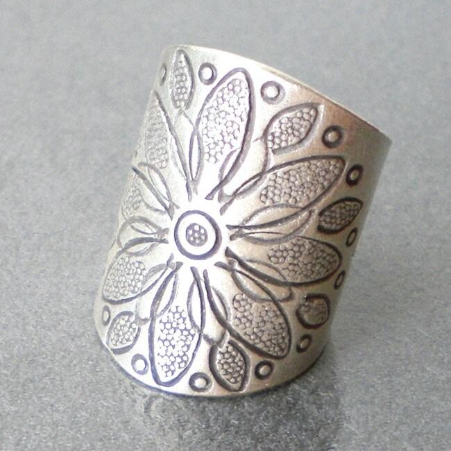 Thai Silver Karen Hill Tribal Flower Ring (Thailand)
