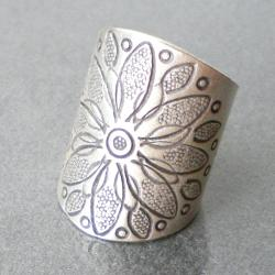 Thai Silver Karen Hill Tribal Flower Ring (Thailand)