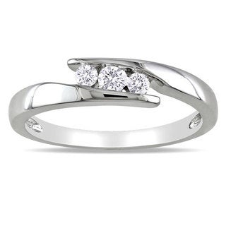 Haylee Jewels Sterling Silver 1/5ct TDW Diamond 3-stone Ring (G-H, I2-I3)