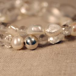 Peyote Bird Designs Silver Pearl and Quartz Stretch Bracelet (7-9 mm)(China)