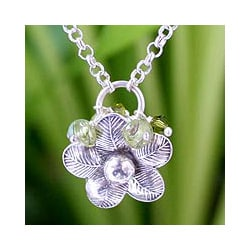 Sterling Silver 'Spring Blossom' Peridot Necklace (Thailand)