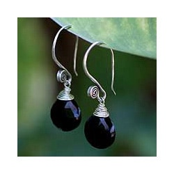 Sterling Silver 'Subtle' Onyx Dangle Earrings (Thailand)
