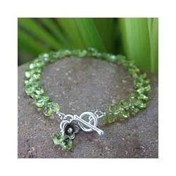 Silver 'Spring Rose' Peridot Flower Bracelet (Thailand)