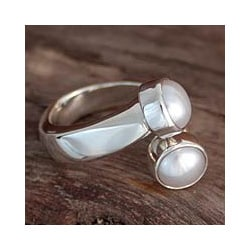 Sterling Silver 'Encounter' Pearl Ring (6 mm) (Mexico)