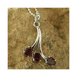 Sterling Silver 'Shooting Stars' Garnet Necklace (India)