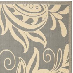 Gray/Natural Polypropylene Indoor/Outdoor Rug (2'7 x 5')