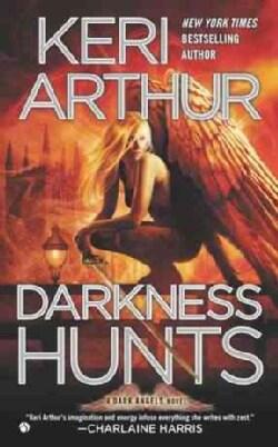 Darkness Hunts (Paperback)