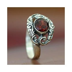 Sterling Silver 'Princess of Celuk' Garnet Solitaire Ring (Indonesia)
