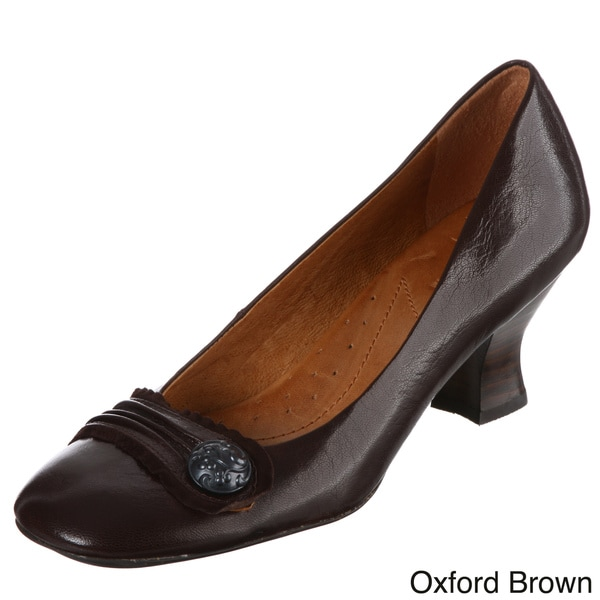 Naya Women's 'Daria' Button Detail Leather Pumps FINAL SALE
