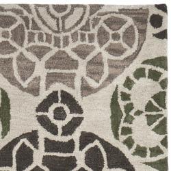 Safavieh Handmade Chatham Treasures Ivory New Zealand Wool Rug (2'3 x 9')
