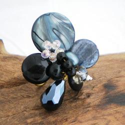 Black Mother of Pearl, Onyx and Quartz Cluster Ring (7-8 mm)(Thailand)