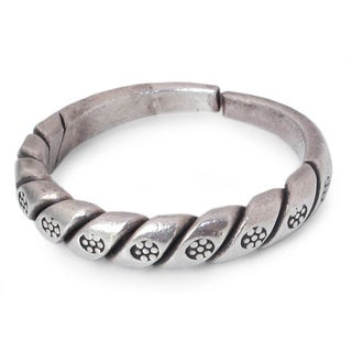 Sterling Silver 'Hill Tribe Jasmine' Ring (Thailand)