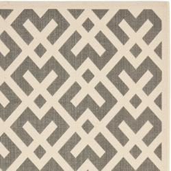 Safavieh Poolside Grey/ Bone Indoor Outdoor Rug (4' x 5'7)