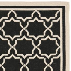 Contemporary Poolside Black/Beige Indoor-Outdoor Rug (6'7