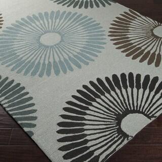 Hand-hooked Gray Lesser Indoor/Outdoor Geometric Rug (5' x 8')