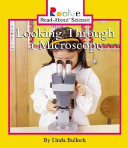 Looking Through a Microscope (Paperback)