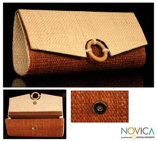 Handcrafted Buriti Palm 'Jussara' Clutch Handbag (Brazil)