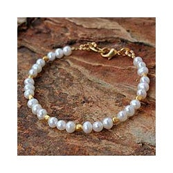 Gold Overlay 'Siam Moons' Pearl Bracelet (5 mm) (Thailand)