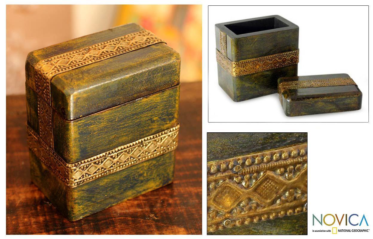 Mango Wood 'Jodhpur Gold' Brass Repousse Box (India)