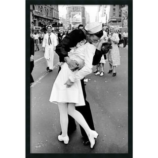 Alfred Eisenstaedt 'Kissing on VJ Day - Times Square' Framed Art Print with Gel Coated Finish