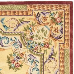 Safavieh Handmade Aubusson Loubron Gold Wool Rug (7'6 x 9'6)
