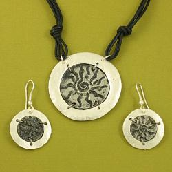 Handcrafted Pewter Silvertone SunBurst Cord Necklace and Earrings Set (India)