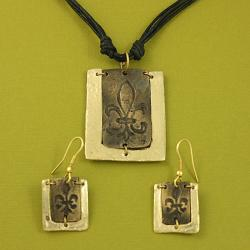 Handcrafted Pewter Goldtone Fleur-de-lis Cord Necklace And Earrings Set (India)