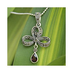 Sterling Silver 'Teardrop' Marcasite and Garnet Necklace (Thailand)